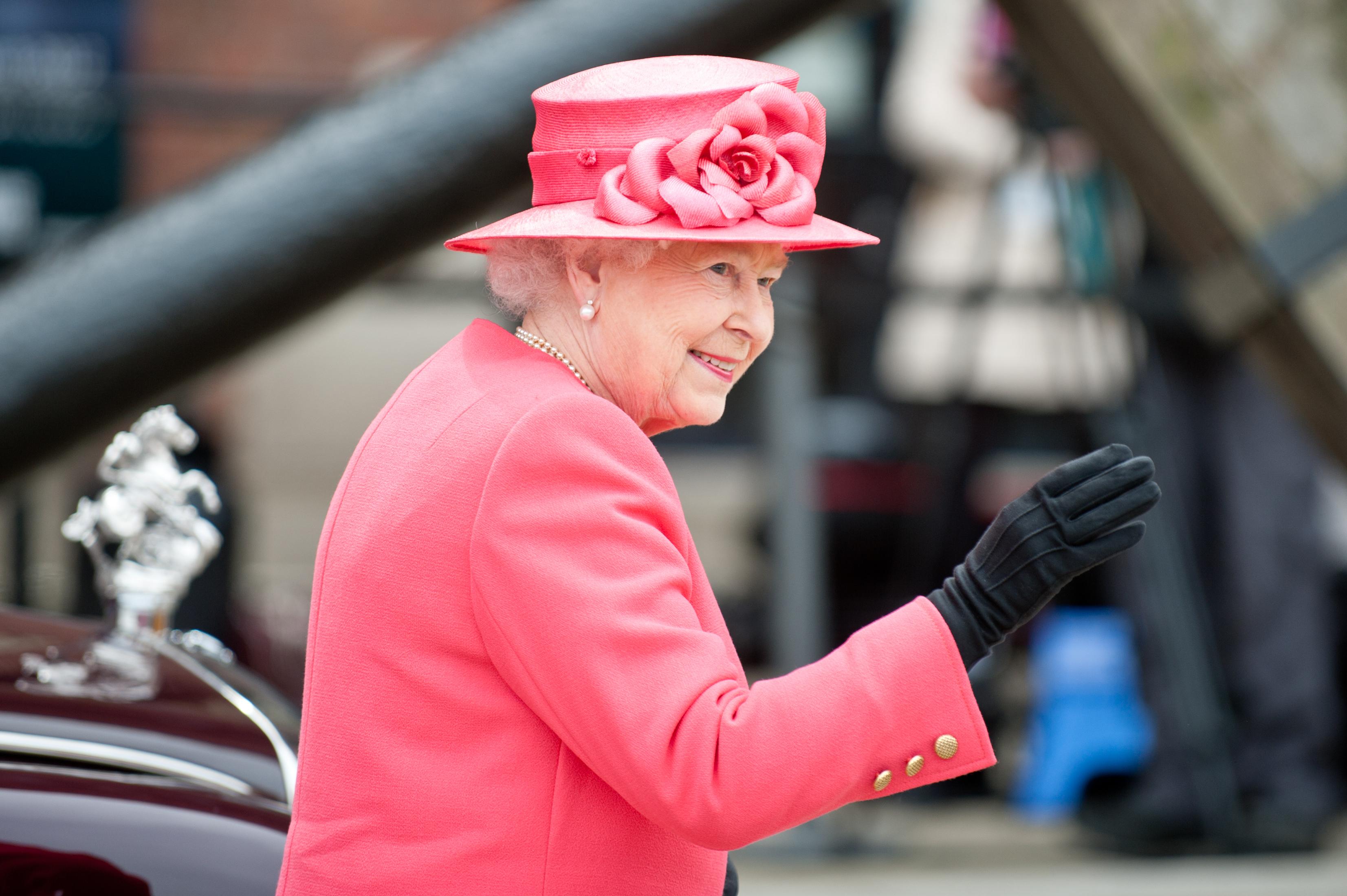 Queen BREAKS Trump protocol during Royal visit