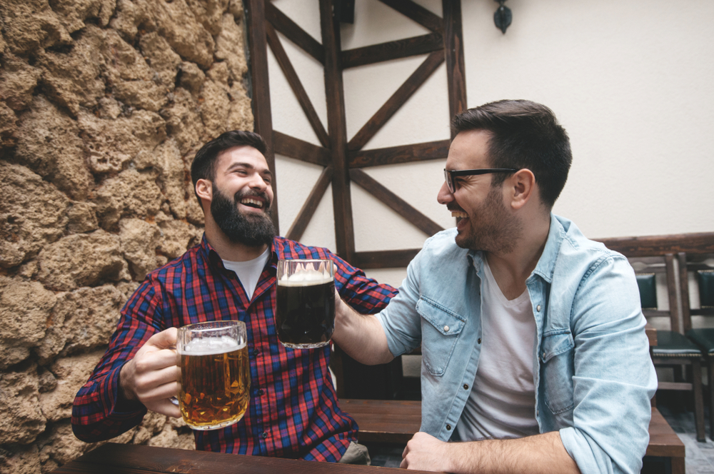 Two blokes who threatened to kill each other on Facebook get on swimmingly over a pint