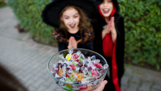 Thousands of parents to tell their kids to talk to strangers and take sweets off them