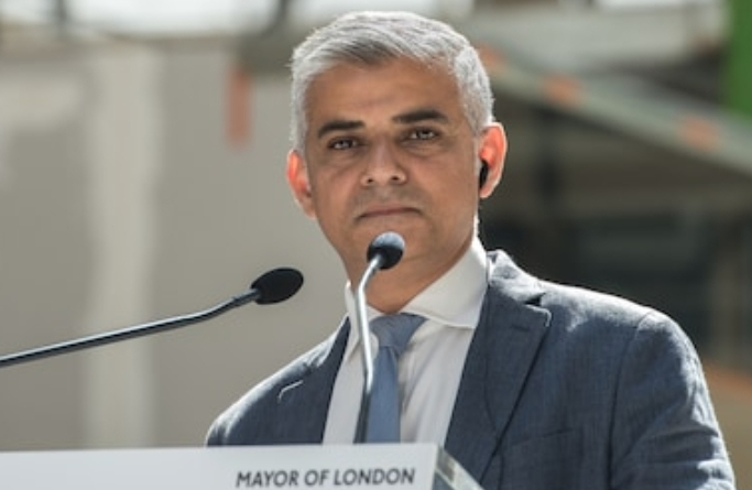 Sadiq Khan under fire after 48 knives were found in the PM's back in lawless London